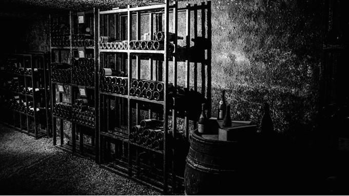 Dunkler Weinkeller für optimale Lagerung