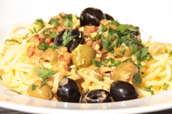 Olive-Bacon-Pasta-und-Sauvignon-Blanc-Meerendal