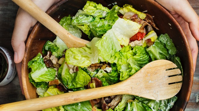 Knackiger Salat zum Grillen